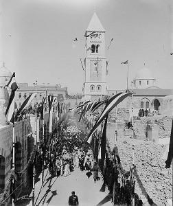 Kaiser Wilhelm  II. und seine Gemahlin Auguste  Victoria  mit ihrem Gefolge nähern sich der Erlöserkirche in Jerusalem