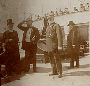 Gustav Nebe mit Zylinder und Zigarre auf der Jerusalemreise